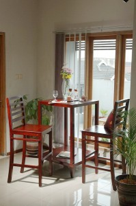 RUDR 04 bar table and RUDR 05 chair bar